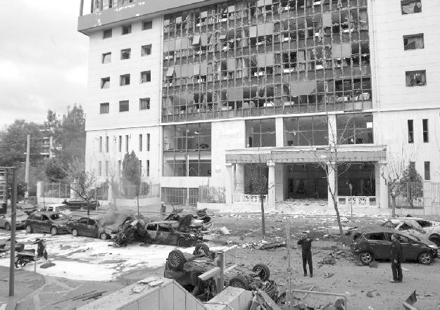 Сградата на атинския съд след взрива на 30 декември 2010 г.